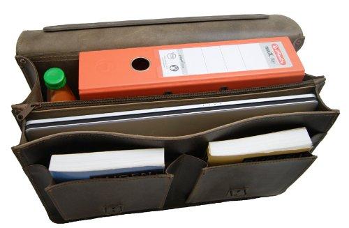 Ce cartable en cuir rétro à 2 soufflets offre une grande capacité, capacité augmentée par les 2 poches jumelles avant. Cartable à 2 soufflets marron en cuir.