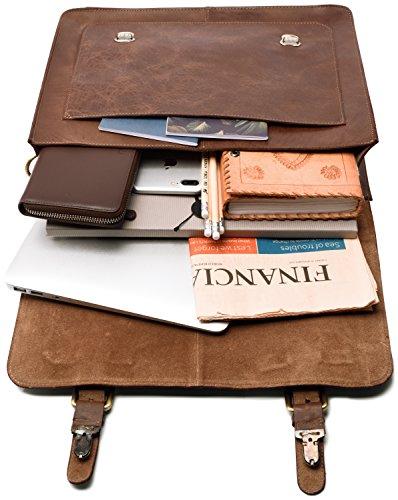 Votre tablette sera bien calée dans ce petit cartable taille S Ohama en cuir de buffle à l'esprit rétro avec son unique large poche avant.