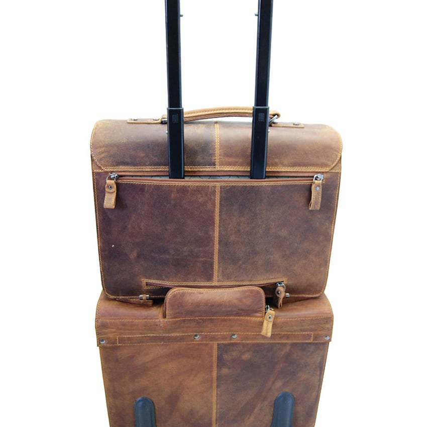 Astucieux le cartable en cuir designé pour vous permettre aussi de l'emporter en voyage logé au dessus d'une valise trolley. Cartable XXL pour enseignant qui voyage.