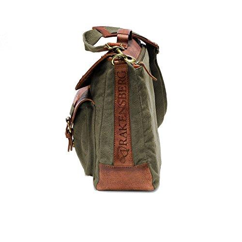 Joli profil pour ce sac bandoulière DRAKENSBERG laptop jusqu'à 15 pouces en cuir pleine fleur et toile de grande qualité couleurs cognac et vert, pour homme