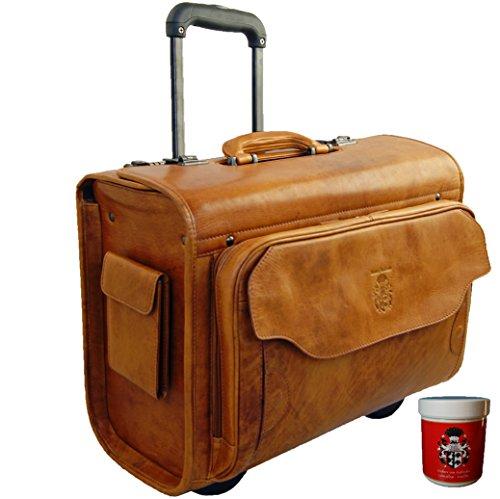 Valise pilote au look rétro et intemporel avec son cuir Cognac et ses poches latérales. Design intelligent, un vrai régal pour tous les professionnels qui voyagent.